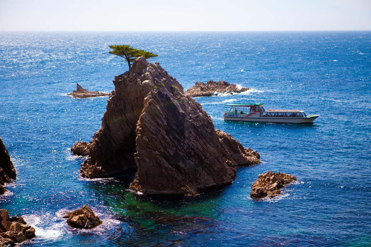 Экскурсия на катере вокруг островков побережья Урадомэ